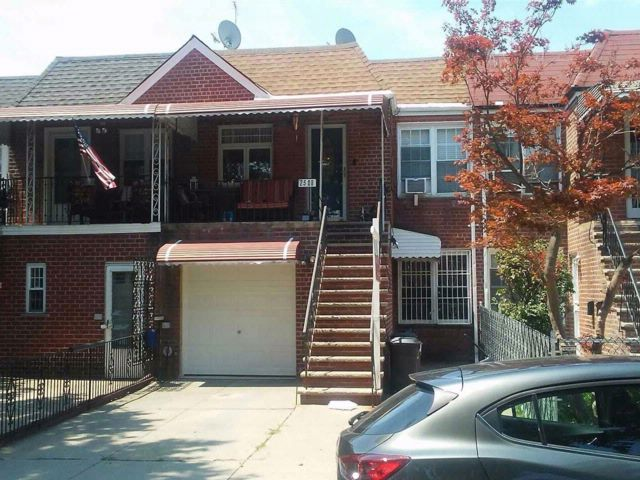 5 BR,  2.00 BTH  Townhouse style home in Jackson Heights