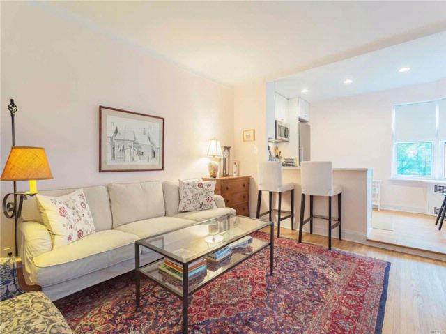 Studio,  1.00 BTH  Co-op style home in Jackson Heights